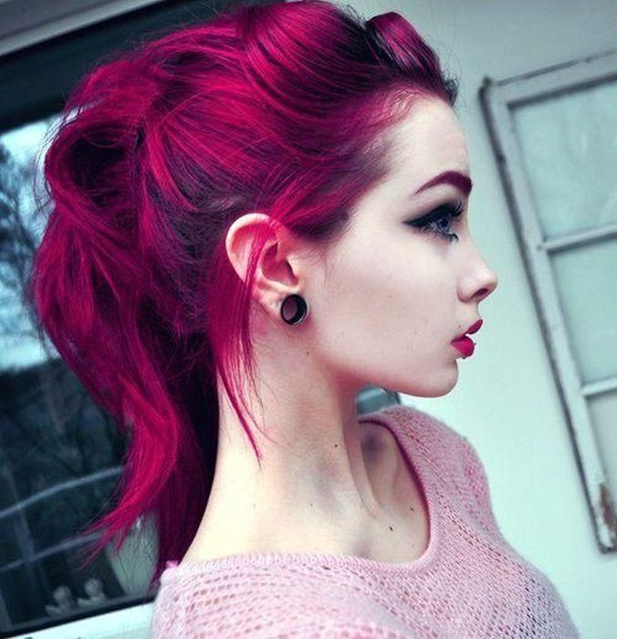 Scene Girl Fashion Tip Nº8: Girl wearing Ear Piercing Retainers - http://ninjacosmico.com/22-style-tips-scene-girl/