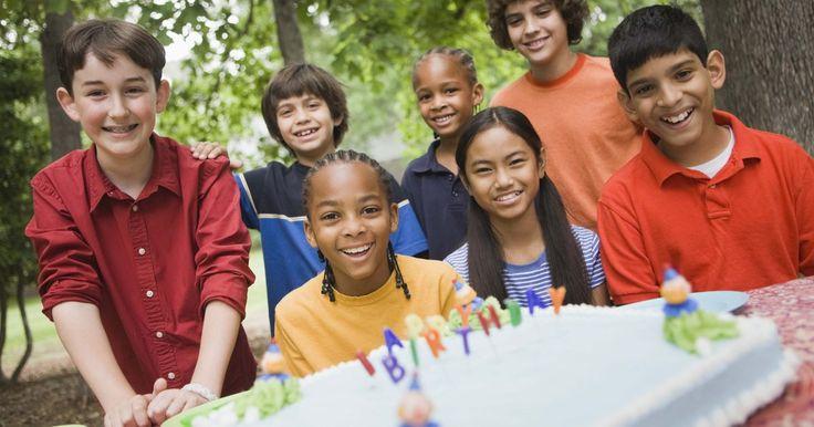 Los lugares más divertidos para celebrar un decimoprimer cumpleaños. A las puertas de la adolescencia, los niños de 11 años se seguirán mostrando ilusionados ante la idea de participar en todas las actividades divertidas que planees para su fiesta de cumpleaños. Tanto los niños como las niñas disfrutarán de una celebración que se desarrolle en algún lugar lleno de emociones y, aunque algunas de estas ideas pueden ...