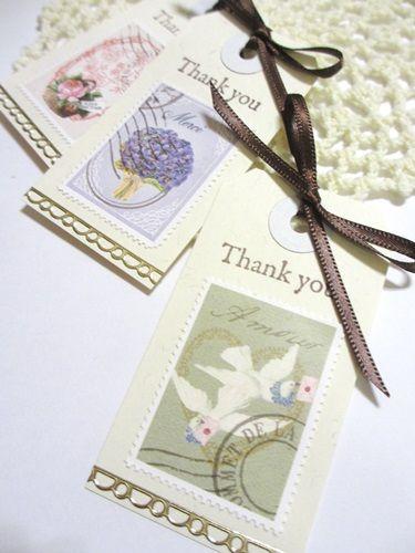 結婚式に来てくれたゲストへのメッセージカード❤︎切手風シールを貼ったタグがかわいい