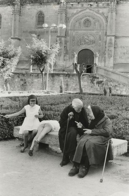 Henri Cartier-Bresson     Salamanca, Spain     1963 Ahhh, the simplicity of childhood.