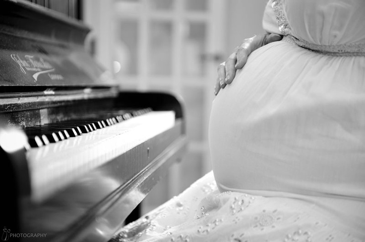 Maternity shoot with piano.  This is exactly what I want