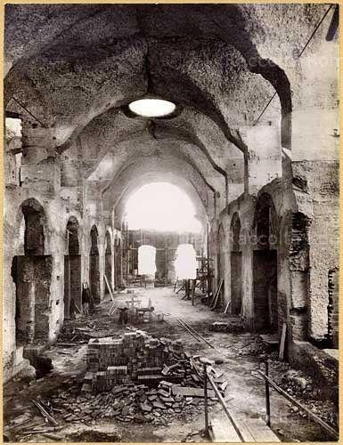Foto storiche di Roma - La grande aula coperta dei Mercati di Traiano Febbraio 1929