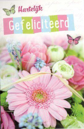 Hartelijk gefeliciteerd!  Felicitatiekaartje met bos bloemen en vlinder