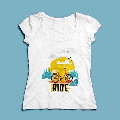 T-shirt Ride | Een 100% katoen single jersey t-shirt verkrijgbaar met v-hals of ronde hals met een opdruk voor zowel dames als heren(en kinderen)! In diverse maten verkrijgbaar.  #kleding #textieldruk #textielprint #opdruk #print #eigenprint #damesshirt #herenshirt #tshirt #shirt #fiets #cartoon #illustratie #rijden #ritje