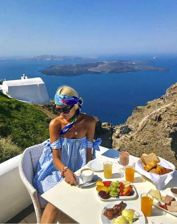 Who else agrees that this is the best place on earth to have breakfast? (credit: @annamavridis )