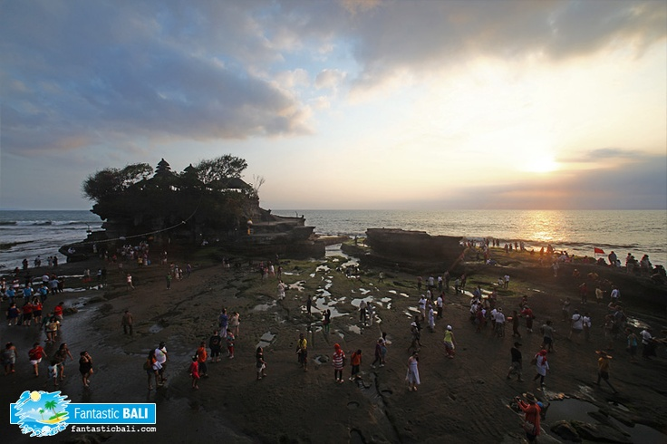 Flood of visitors coming to Tanah Lot temple especially closing to sunset time.
