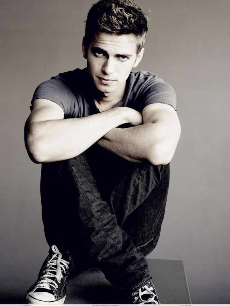 Hayden Christensen♥ first celebrity crush. I literally cried when he became Darth Vader and again when he died lol, don't judge me