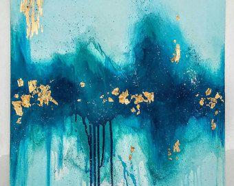 Grande peinture abstraite acrylique avec feuille dor et de paillettes en 24 x 36 sur toile qui est 1/2 po de profondeur. Il a une épaisseur haute brillance « verre » couche de résine.  Il sagit dune peinture originale signée. (Signature est sur le dos, donc loeuvre nest pas interrompu)  Les couleurs sont les teintes de rouge avec des détails bleus clairs