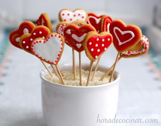 Galletas de mantequilla decoradas con glasa para San Valentín