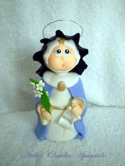 Santa Beatriz modelada em biscuit com características infantis.  Elo7 - Atelier Claudia Aparecida