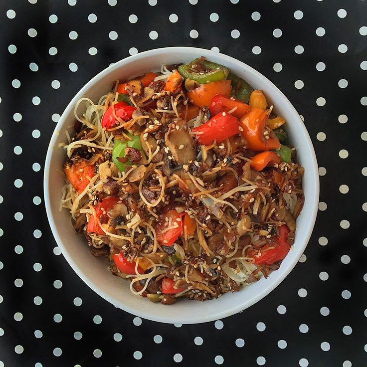 Mushroom Pepper Rice Noodle Bowl | Cooking with Corey. Delicious quick and easy recipe! Cooking time is only 10 minutes! #healthy #vegan #vegetarian #quick #easy #noodles #noodlebowl #chinese #asian #food #dinner #recipe