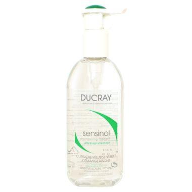 Ducray Sensinol Shampoo limpa os fios delicadamente e proporciona alívio imediato ao couro cabeludo desgastado. Acalma e suaviza os cabelos sensíveis, diminui a coceira e a vermelhidão no couro cabeludo.