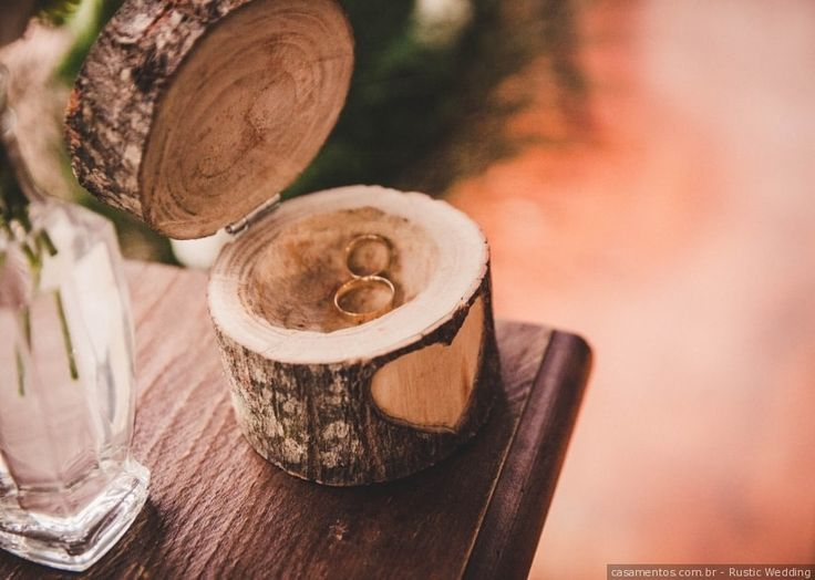 Detalhes para casamento rústico: porta aliança de madeira