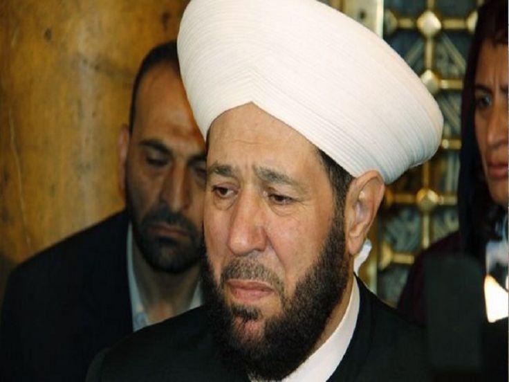 """""""مفتي الشيطان"""" يتعرض للضرب على يد الجزائريين"""