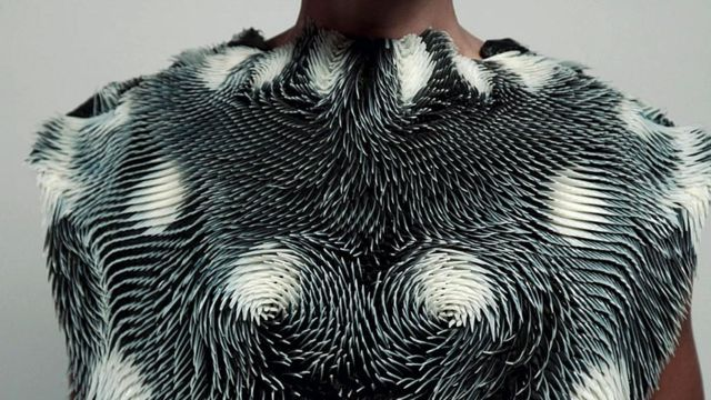 The 3D-printed clothing that reacts to your environment - BBC News