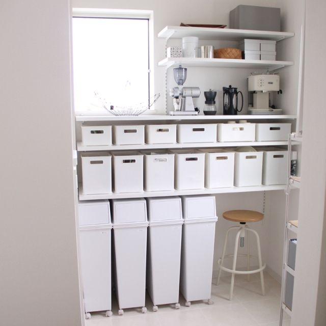 TOMさんの、My Shelf,収納,DIY,ニトリ,パントリー,モノトーン,同じものを並べたい,エスプレッソマシン,可動棚,ナイスカットミル,コーヒーグッズ,イーラボスマートペールについての部屋写真