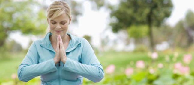 La respiration est, après la posture, le second pilier de la méditation. La technique de l'anapana (le va-et-vient du souffle) recommande de se concentrer sur la porte des narines, la zone triangulaire qui s'étend du bout du nez à la lèvre supérieure. Il s'agit simplement de prendre conscience de sa...