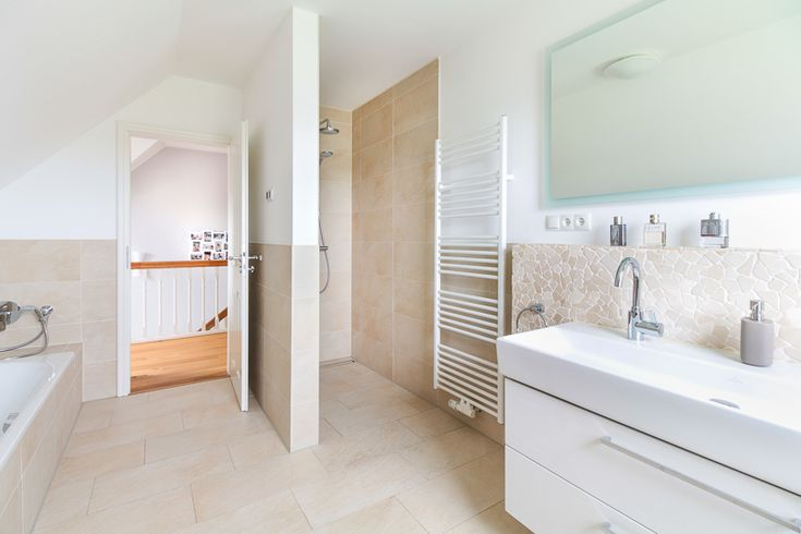 Helles #Badezimmer in #Landhaus mit Sylter Charme – ECO System HAUS