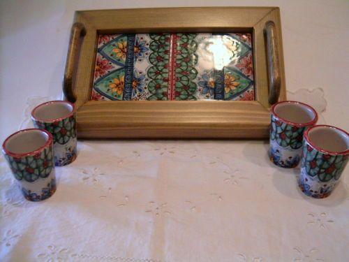 Servizio di limoncello ,x 4,in ceramica con vassoio in legno e ceramica.
