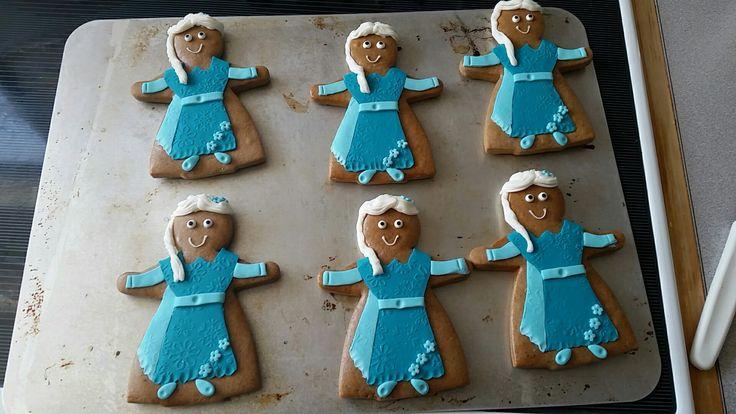Gingerbread fondant Elsa cookie