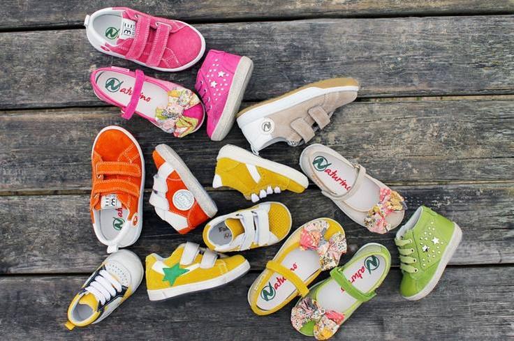 Шажки детей окрашиваются в яркие и жизнерадостные цвета радуги, прямо как ножки, обутые в Naturino. Яркая обувь для ваших малышей в Endlessstory! #endlessstory #naturino #vremenagoda #kids