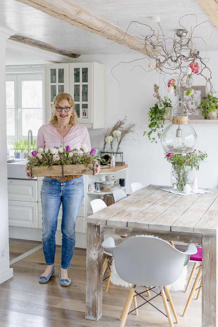 Mit Frühlingsblumen im März und Teesieger   – Blumenarrangements | Friday Flowerday