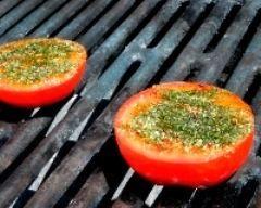 tomates provencales : http://www.cuisineaz.com/recettes/tomates-provencales-11619.aspx