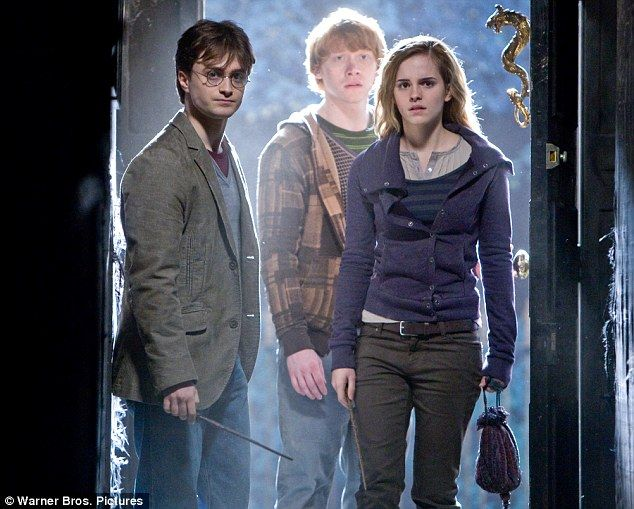 The Trio apparate at Number 12 Grimmauld Place (Harry Potter and the Deathly Hallows Part 1)