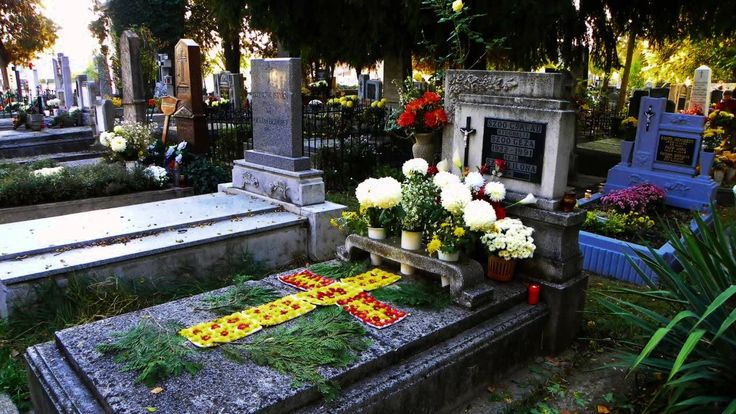 Szeretettel emlékezünk... /Halottak Napja - 2014/ https://www.youtube.com/watch?v=OO2XF_5qi70