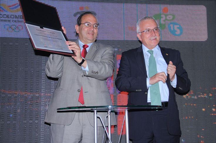 Presentación del Equipo- Santiago Perdomo y Balatazar Medina firma convenio con Colpatria