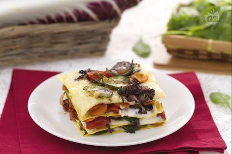 Le lasagne alle verdure con crema al taleggio sono un primo piatto sfizioso e saporito condito con una deliziosa salsa al taleggio.