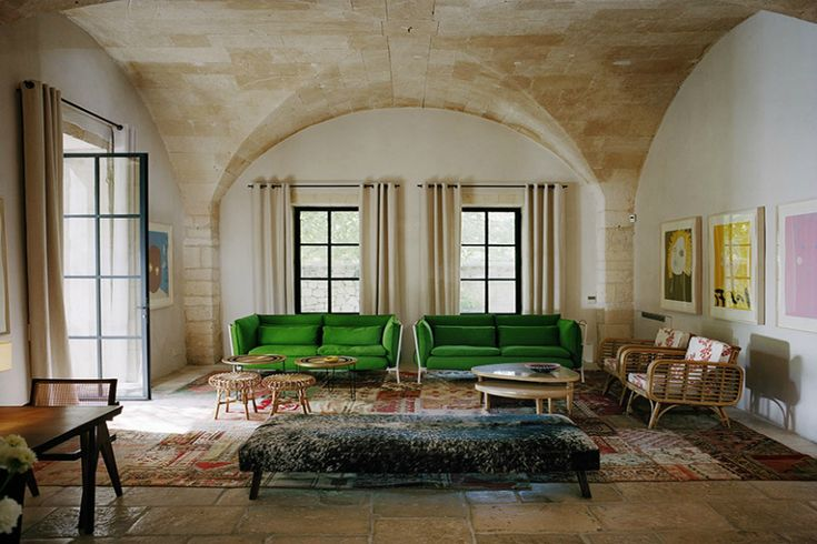 Modern Sofas In Living Room Projects By India Mahdavi | Looking for beautiful living room sets to inspire you? Here are the most beautiful living room projects by India Mahdavi with modern sofas you will want to have! Read more: http://modernsofas.eu/2016/06/01/modern-sofas-living-room-projects-india-mahdavi/