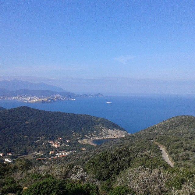 Veduta sul mare e sul golfo di Portoferraio dalla strada per Nisporto e Nisportino (Comune di Rio nell'Elba)
