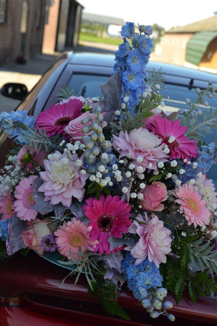Bloemstuk voor Bruiloft komt op de trekker Bad Romance Fendt