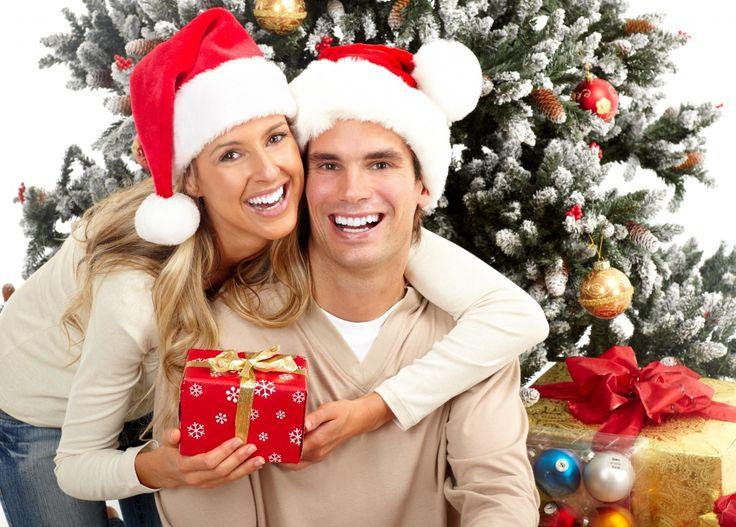 Праздники Новый год Мужчины Влюбленные пары Шапки Подарки Улыбка  Девушки