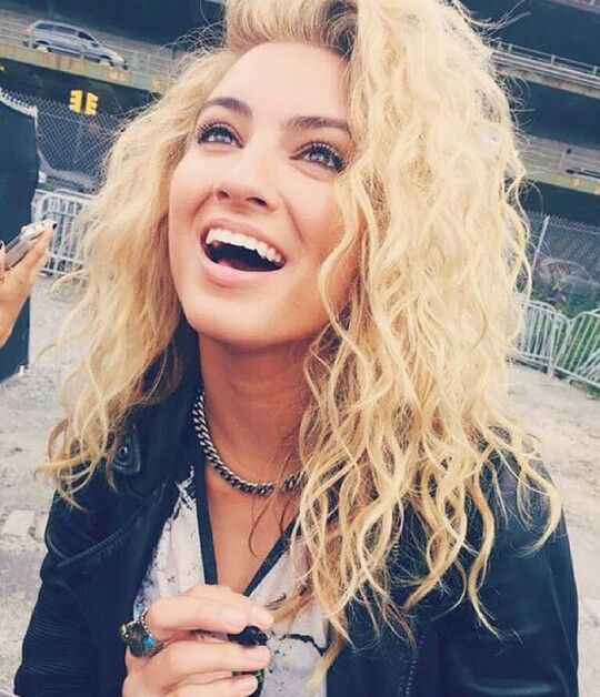 (FC: Tori Kelly) Hey!! I'm Lyia(Leah) Mckinley! I'm 17 years old and I work at…