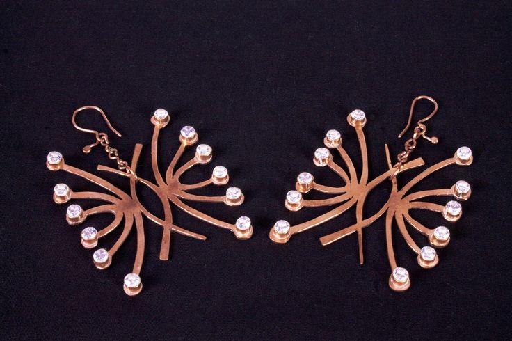 Representación de Coquimbo  Aros  Técnicas de orfebrería con Cobre, zircon.  ____________________________ Representation of Coquimbo  Earring  Goldsmithing techniques with Copper, zircon
