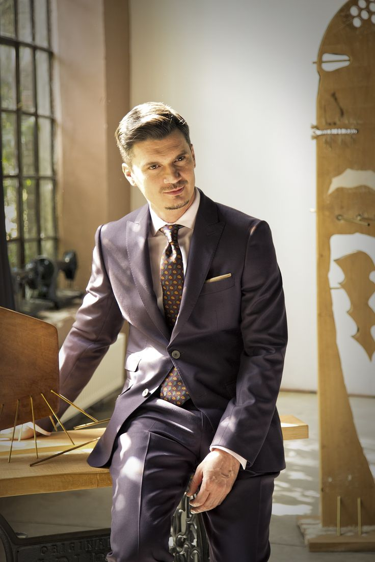 Discover the GROVER MAUVE suit
