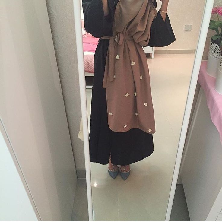 IG: Des_Farah974 || Modern Abaya Fashion || IG: Beautiifulinblack