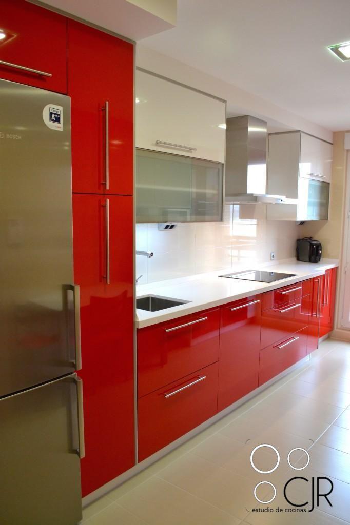 Cocina rojo Ferrari combinada en blanco | Cocinas cjr