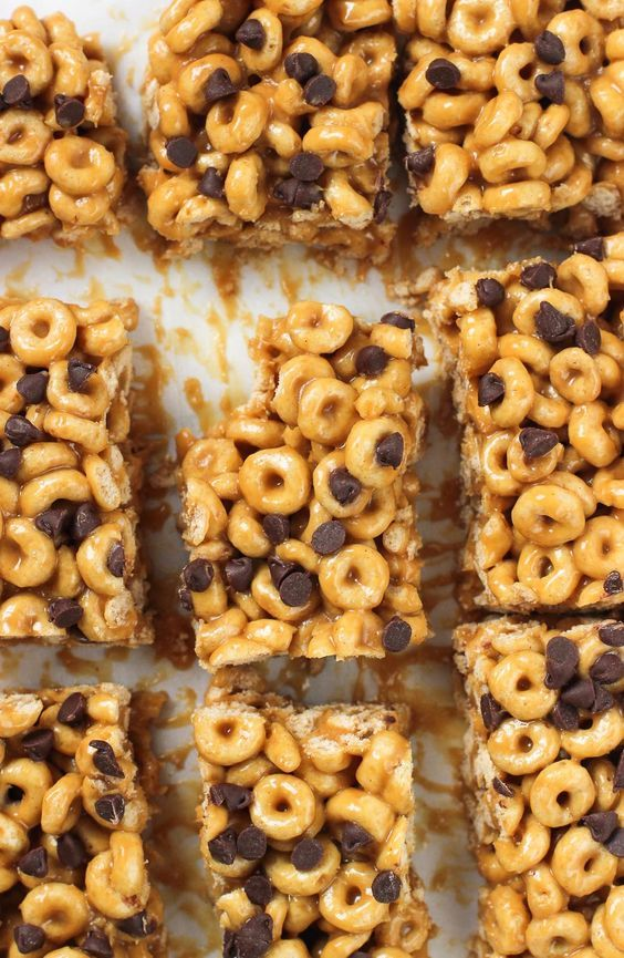 Easy no-bake peanut butter cereal bars are great for breakfast, snack, or even dessert. They use just four ingredients and take about ten minutes to make! #GiveaBox [ad]