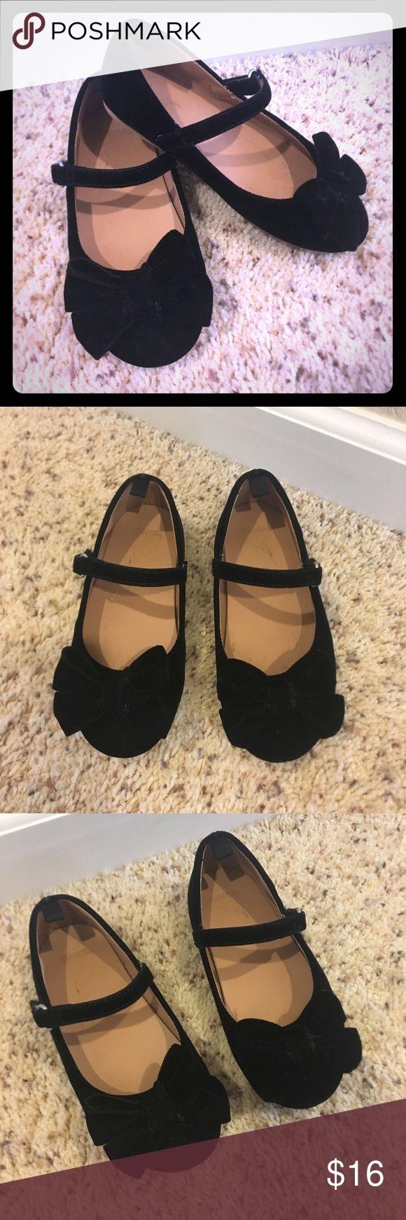 Gymboree Velvet Toddler Dress Shoes w/ Bows, Sz 9 Cutest toddler dress shoes!! Excellent condition! Bow detail at toe with Velcro closure. A classic shoe for your little girl! Gymboree Shoes Dress Shoes
