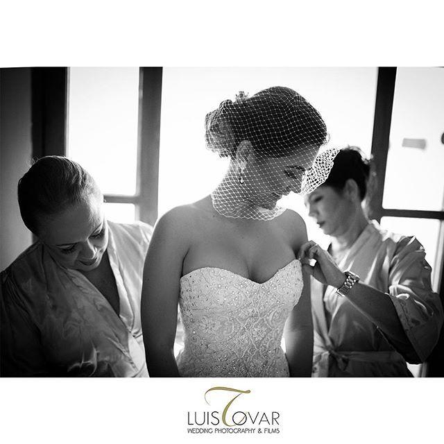 Lista! #madres #hija #PhotoOfTheDay #weddingphotography #fotografiadeboda #5D #canon #photography #fotografía #bride #bridemaid #luistovar @marymakaren