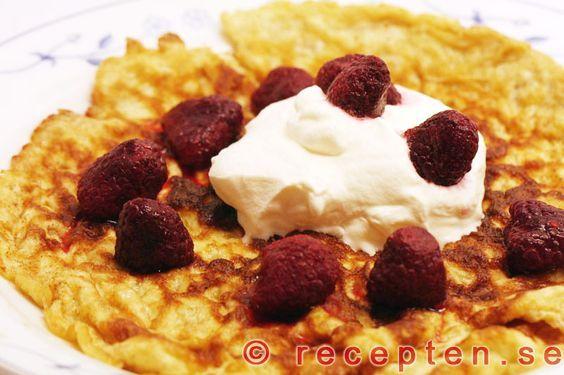 Pannkakor LCHF - Recept på LCHF-pannkakor. Mycket goda pannkakor utan vetemjöl som är goda och enkla att göra! Bilder steg för steg.