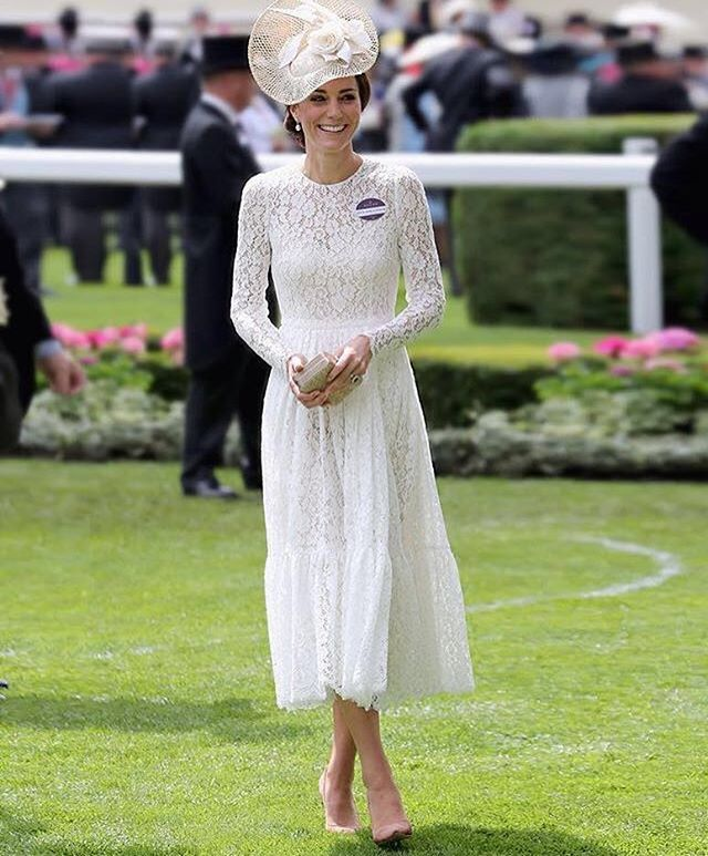 @stefanogabbana Duchess Kate today at Royal Ascot! Beautiful! 🐎🇬🇧🇮🇹 ❤️❤️❤️❤️❤️ 👑