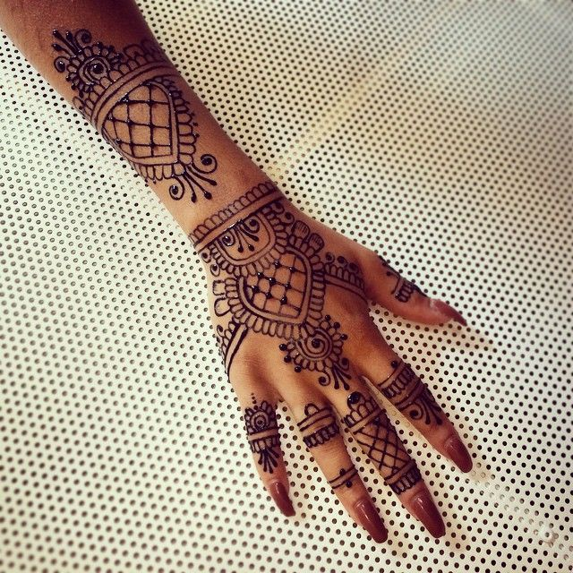 rihanna hand henna. Black Bedroom Furniture Sets. Home Design Ideas
