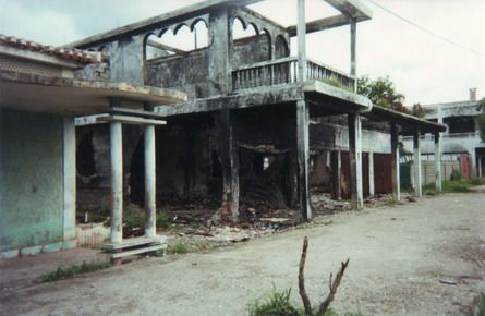 After the people rejected integration and voted 78% for independence, as announced by the UN on September 6, the militia took their revenge. They burned 90% of the building in the capital, including these ones.