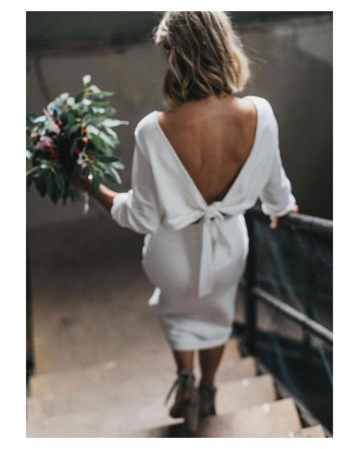 Novias que aciertan y... mucho!!  Vestido midi con la espalda descubierta sandalia tobillera y pelo suelto  { by @nancyebert}. #asisi #goodnight #buenasnoches #midi #sandals #wedding #weddingday #boda #bride #bridetobe #bridal #novia #mariee #weddingdress #photography #photoshoot #bouquet #ramodenovia #flowers #espaladasinfinitas #inlove #amazing #Beautiful #stunning #weddinginspiration #inspiration #love #like #picoftheday #siempremia
