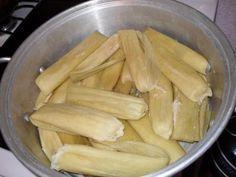 Los tamales hechos enteramente de elote son toda una tradicion en Sonora, se comen mucho en las fiestas y como desayunos en los domingos ¡son deliciosos! Algunos son dulces y otros son picantes y s…