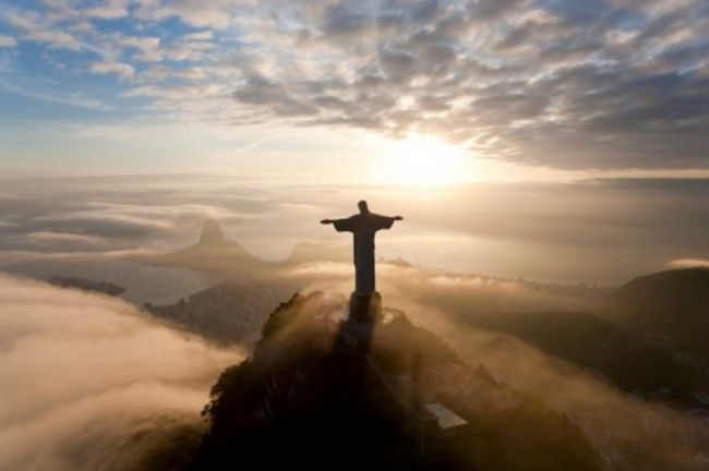 The Worlds First Only Epic Selfie With Christ Click Thru To - Guy takes epic selfie top christ redeemer statue brazil